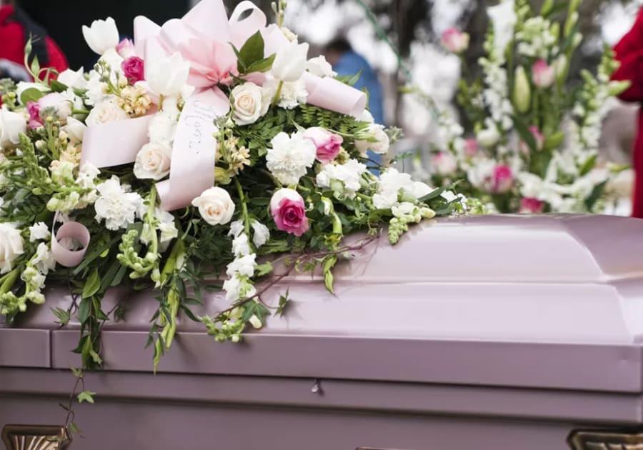 Венки из живых цветов на похороны - фотография